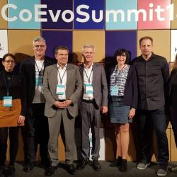 Gruppenbild mit Medienpartner DZW und Health AG beim Co-Evolution Summit 2018 in Hamburg