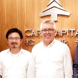 Unser Foto zeigt (v.l.n.r.): Jian Guan (BEGO Implant Systems), Dai Feng, (Care Capital Advisors), Walter Esinger (BEGO Implant Systems), Dr. Chen Guang, (Care Capital Advisors)